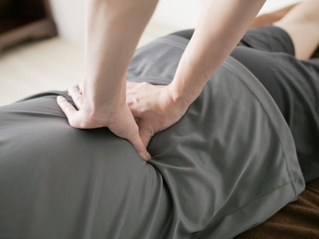 腰のマッサージなどが梨状筋症候群の一般的な対処法です。